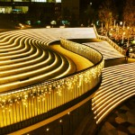 新宿イーストタワー光の階段